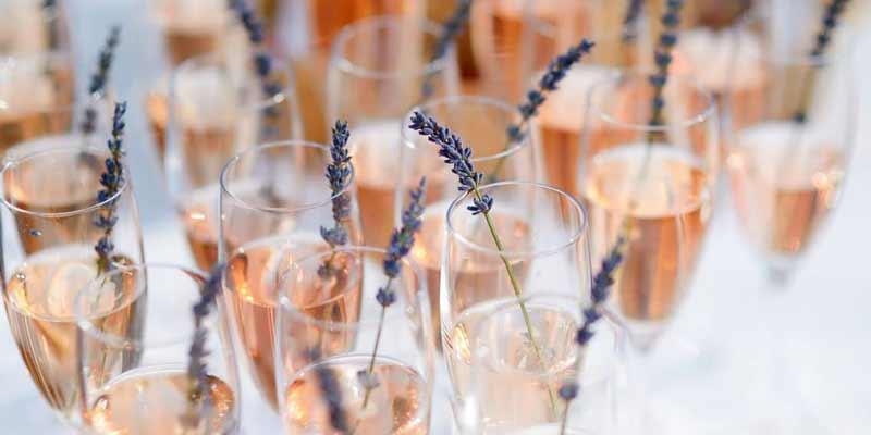 Best-Valentine's Day-Champagne-mimosa-bar